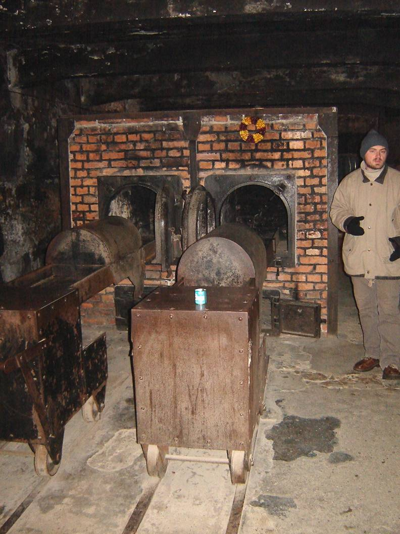 Images d auschwitz for Auschwitz chambre a gaz